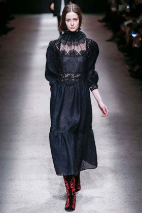 Alberta Ferretti Fall 2015 Ready-to-Wear