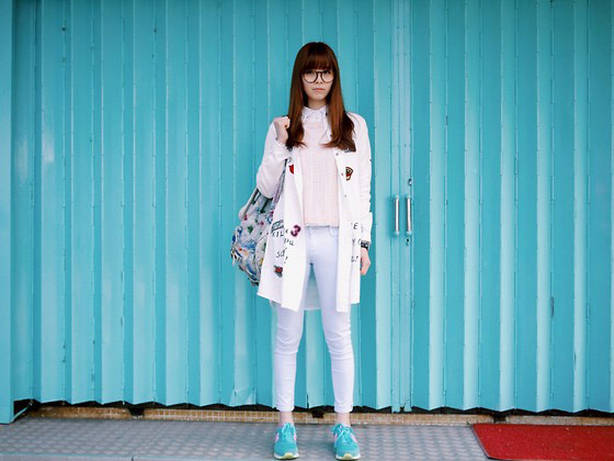 TOXIC BLUE - PINK SWEATER, WalkerShop, STICKER LONG SHIRT, WalkerShop, BABY BLUE SKINNY PANTS, WalkerShop, DENIM BACKPACK, LCK, MINT GREEN SNEAKERS, Sunny Day, WATCHES, Versace, Una Yeung